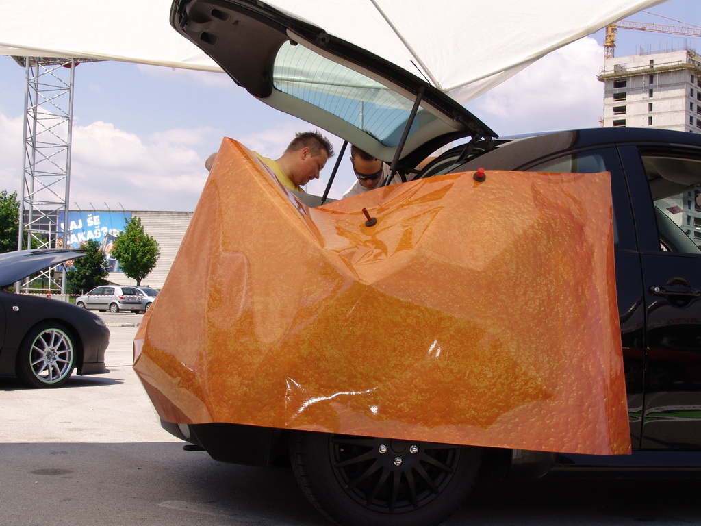 Oblačenje avtomobila v folijo