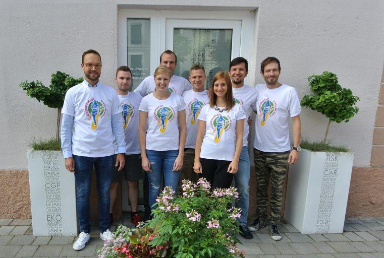 Kolektiv MVM servisa z Majo Mihalinec